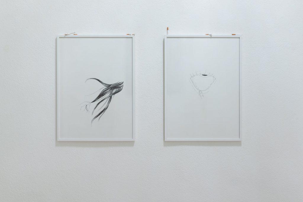 Nicole Colombo, Obsession (eye) | Obsession (hair), inchiostro su carta, vetro e terracotta, 2020, 56x76 cm | ciascuno